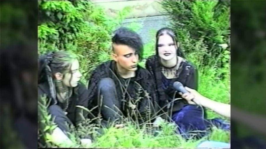 Ein Schülerbericht zum Wave-Gotik-Treffen in Leipzig 1996 | Zeitgeschichte | Was is hier eigentlich los?
