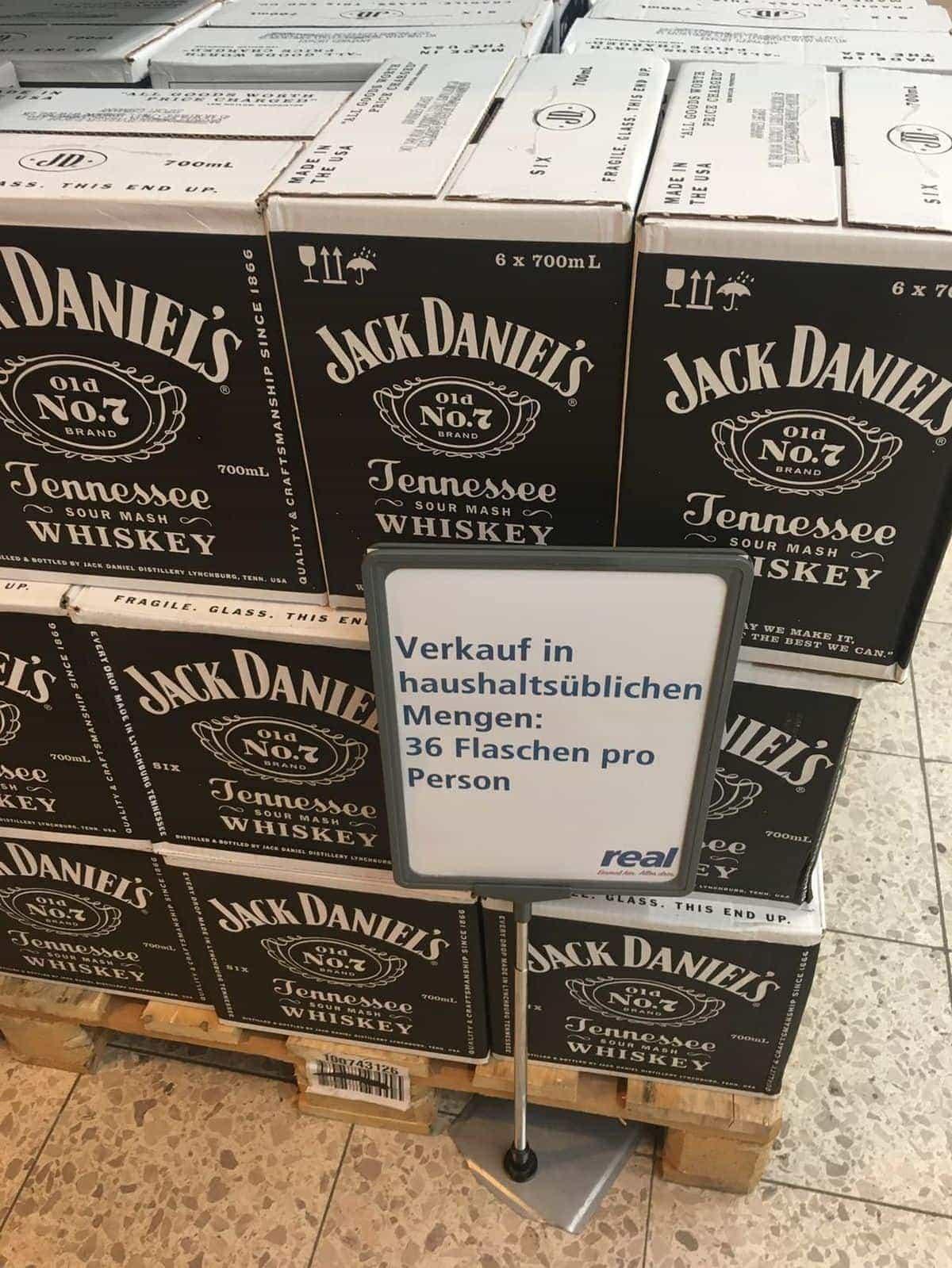 Endlich definiert: Die haushaltsübliche Menge an Whiskey-Flaschen | Lustiges | Was is hier eigentlich los?