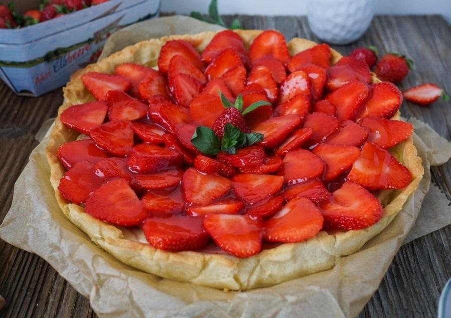 Line backt Erdbeer-Tarte mit cremiger Käsekuchen-Füllung | Line backt | Was is hier eigentlich los?