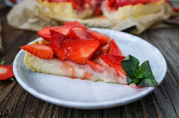 Line backt Erdbeer-Tarte mit cremiger Käsekuchen-Füllung | Line backt | Was is hier eigentlich los? | wihel.de