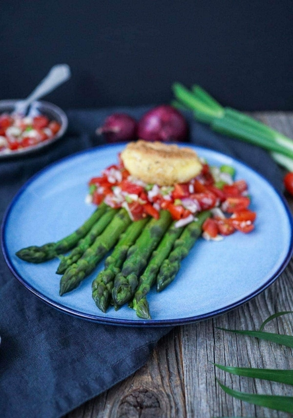 Line macht grünen Spargel mit Tomatensalsa und paniertem Ei | Line kocht | Was is hier eigentlich los?
