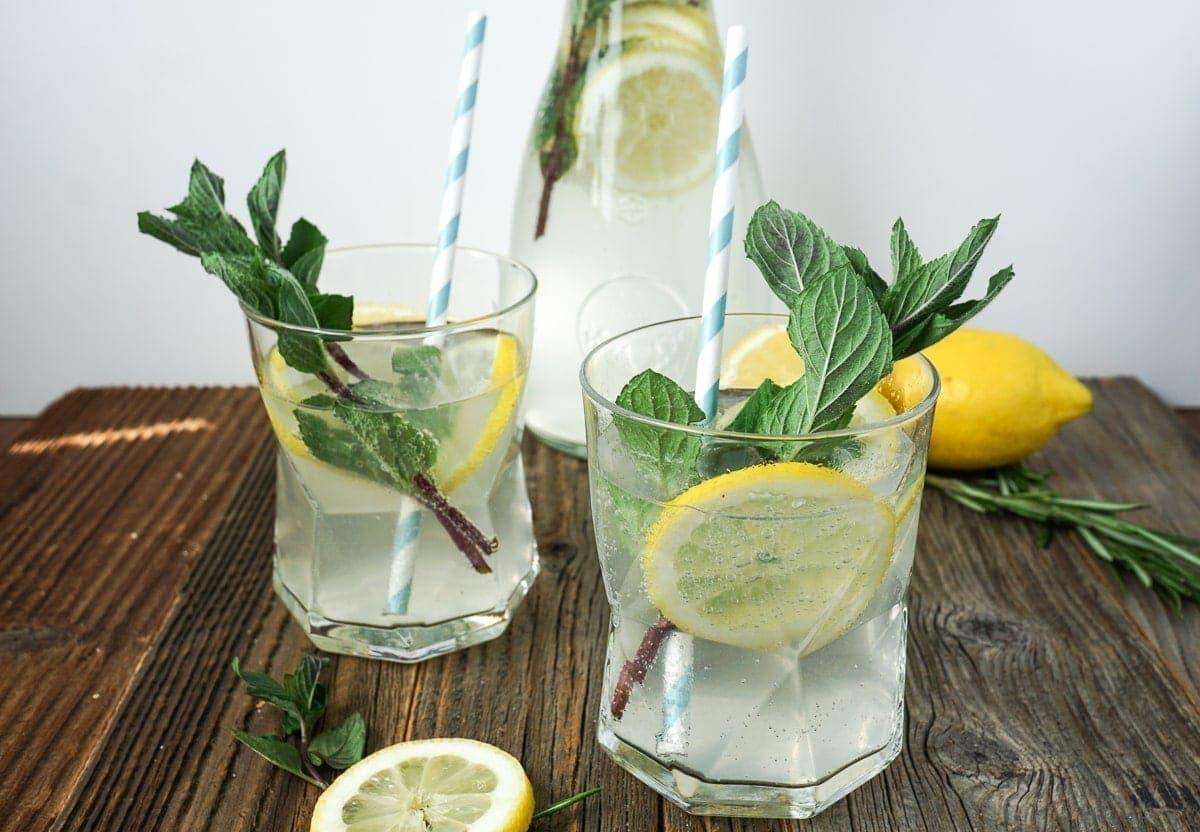 Line macht Zitronen-Rosmarin-Limonade | Line backt | Was is hier eigentlich los?