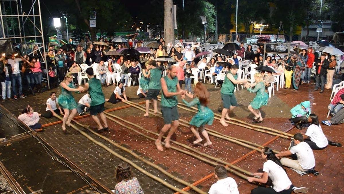 Der Bambus-Tanz aus Brasilien | Was gelernt | Was is hier eigentlich los?