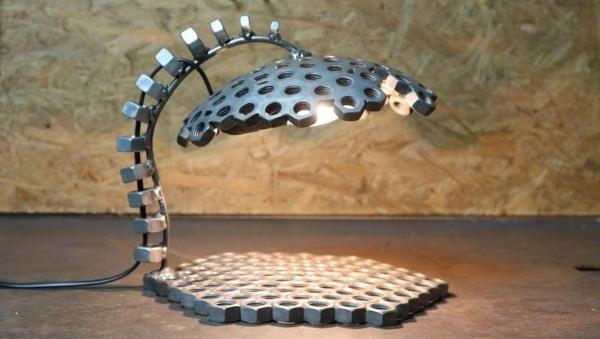 Eine Lampe aus Schraubenmuttern gebastelt | Handwerk | Was is hier eigentlich los? | wihel.de