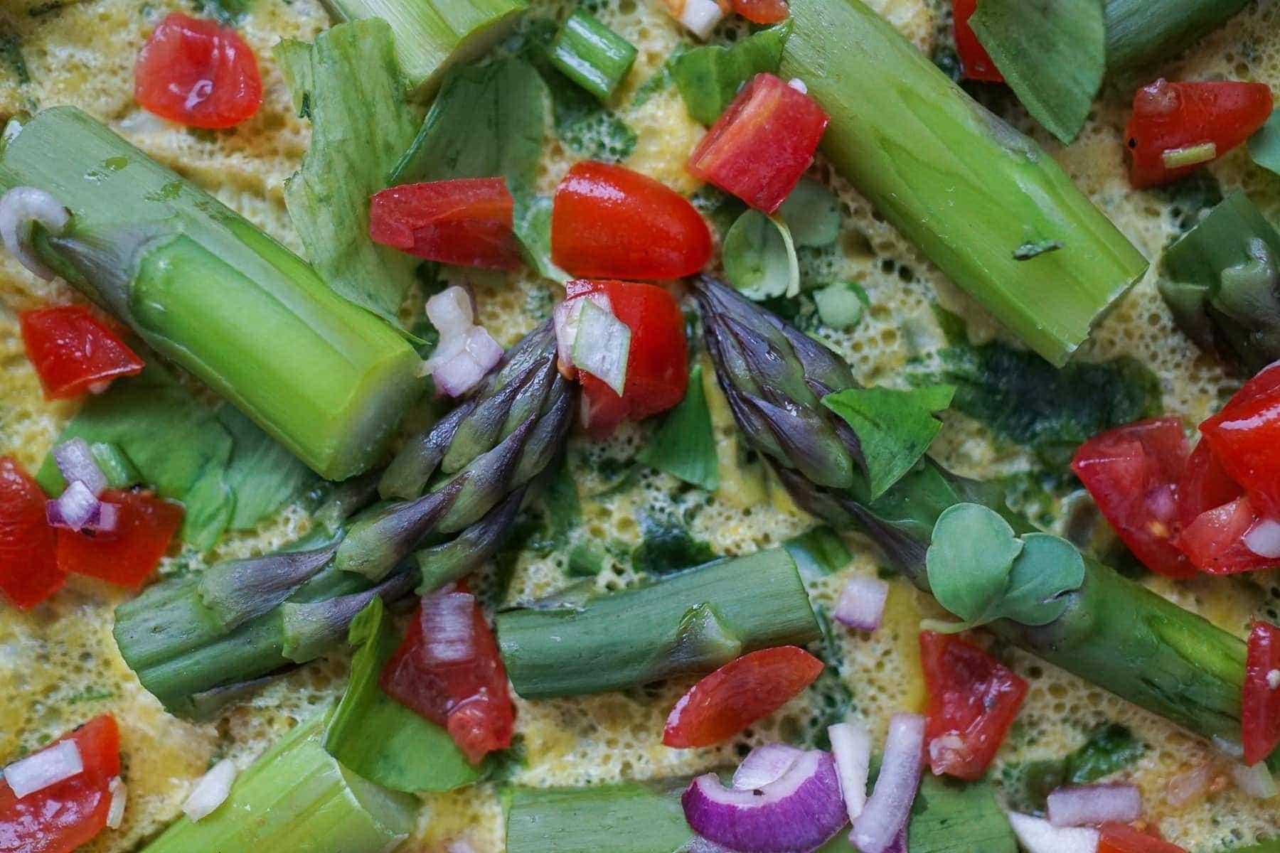 Line macht Bärlauch-Omelette mit grünem Spargel | Line kocht | Was is hier eigentlich los? | wihel.de