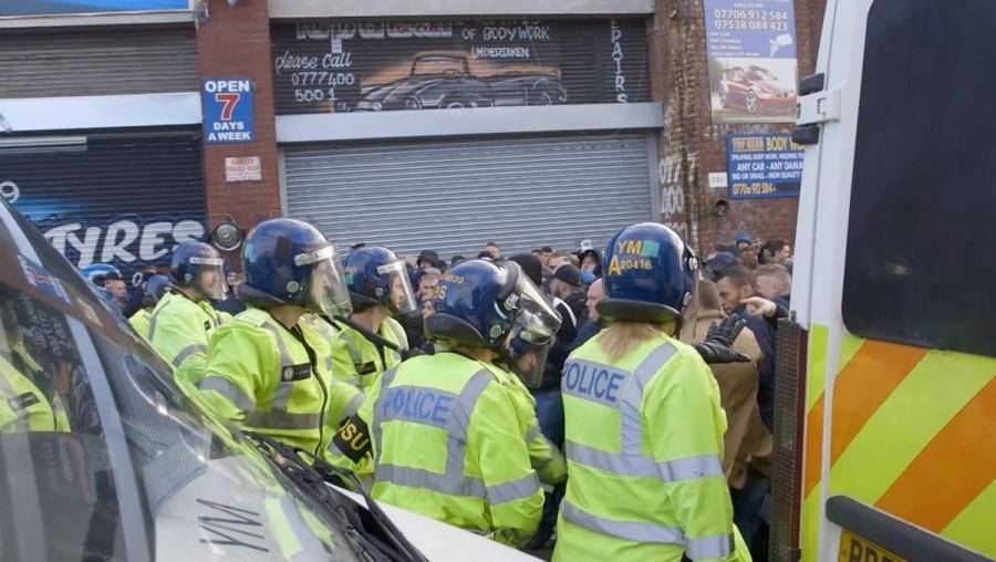 Eine Doku über den englischen Fußball und die Polizei | Was gelernt | Was is hier eigentlich los?