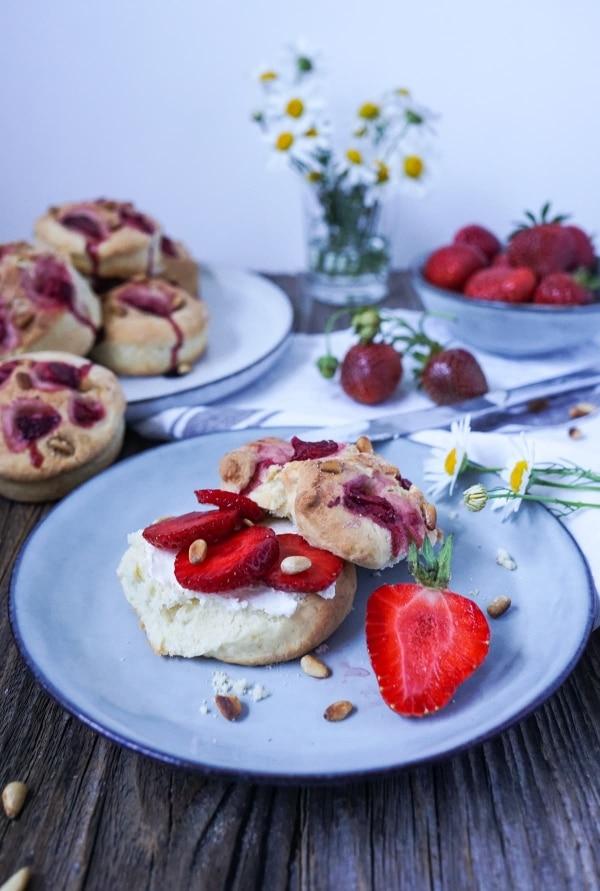 Line backt Erdbeer-Scones mit Pinienkernen | Line backt | Was is hier eigentlich los? | wihel.de