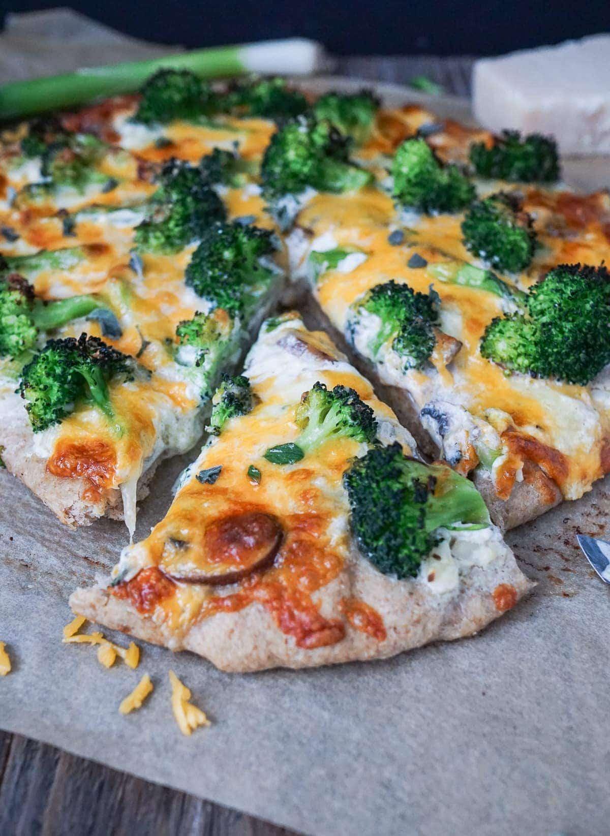Line macht Vier-Käse-Pizza mit Brokkoli | Line kocht | Was is hier eigentlich los?