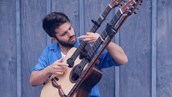 With Or Without You auf einer dreihalsigen Gitarre   Musik   Was is hier eigentlich los?   wihel.de