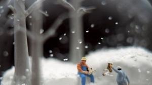 Düstere Schneekugeln von Walter Martin und Paloma Muñoz | Design/Kunst | Was is hier eigentlich los?