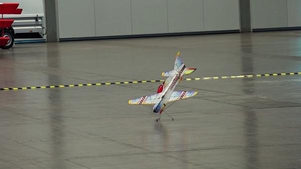 Ferngesteuerte Modellflugzeug-Akrobatik | Gadgets | Was is hier eigentlich los? | wihel.de