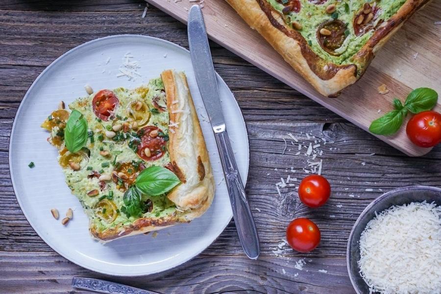 Line macht Tomaten-Blätterteig-Tarte mit Ricotta und Basilikum | Line kocht | Was is hier eigentlich los?