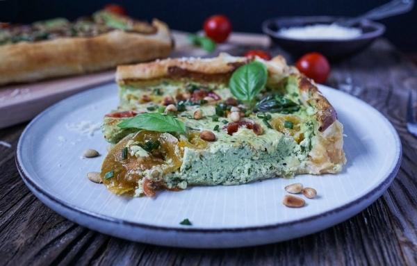 Line macht Tomaten-Blätterteig-Tarte mit Ricotta und Basilikum | Line kocht | Was is hier eigentlich los? | wihel.de