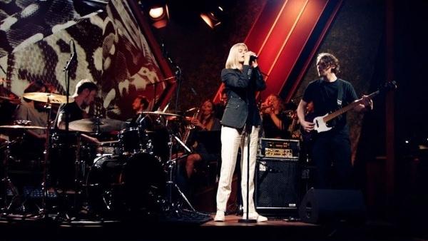 Mavi Phoenix - Ibiza | Musik | Was is hier eigentlich los? | wihel.de