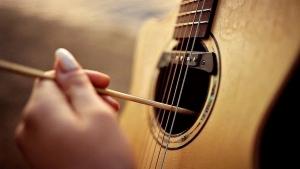 Alexandr Misko spielt das Pirates of the Caribbean-Theme auf seiner Gitarre | Musik | Was is hier eigentlich los?