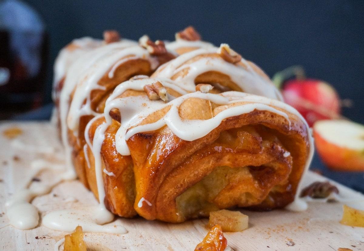 Line backt winterliches Pull-Apart-Bread mit Äpfeln, Pekannüssen und Ahornsirup-Guss | Line backt | Was is hier eigentlich los?