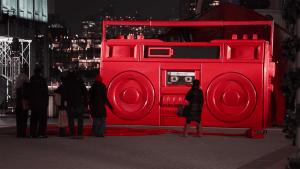 Nur eine große Boombox mitten in der Fußgängerzone | Awesome | Was is hier eigentlich los? | wihel.de
