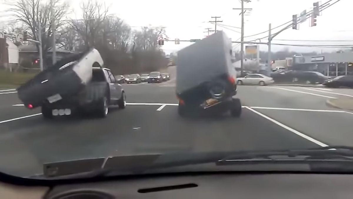 Zwei Pick-Ups beim Paarungstanz an der Ampel | Lustiges | Was is hier eigentlich los?