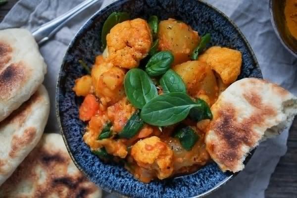 Line kocht Kartoffel-Blumenkohl-Curry mit Naan | Line kocht | Was is hier eigentlich los? | wihel.de