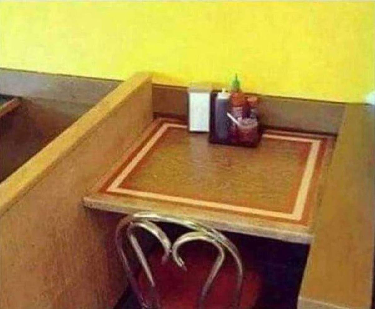 Der perfekte Tisch für alle Valentinstagshasser | Lustiges | Was is hier eigentlich los?