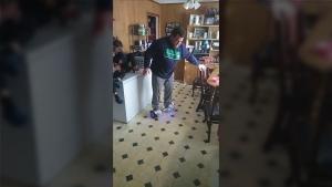Ein Vater das erste Mal auf einem Hoverboard | Lustiges | Was is hier eigentlich los?