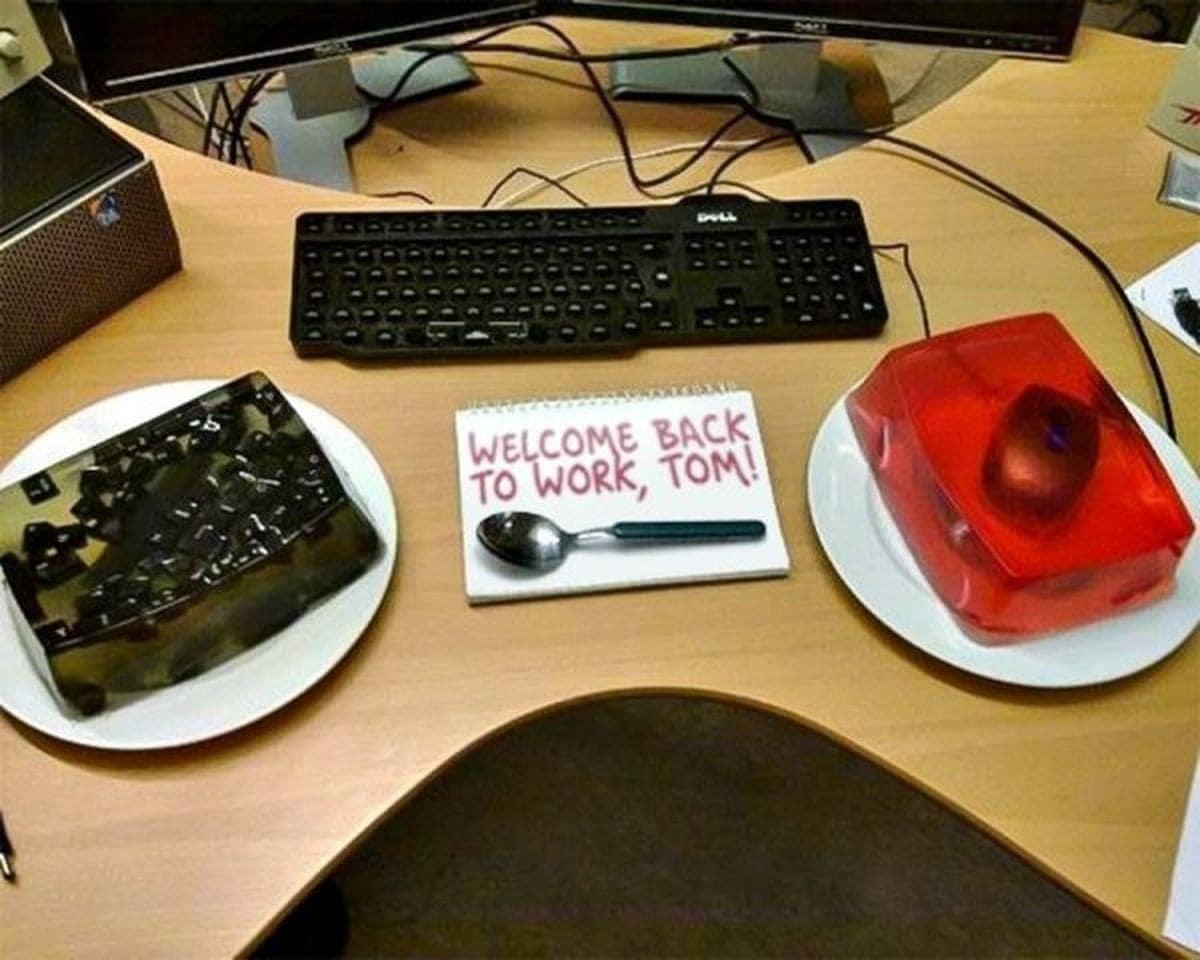 Kleine Überraschung für die Kollegen im Büro | Lustiges | Was is hier eigentlich los?