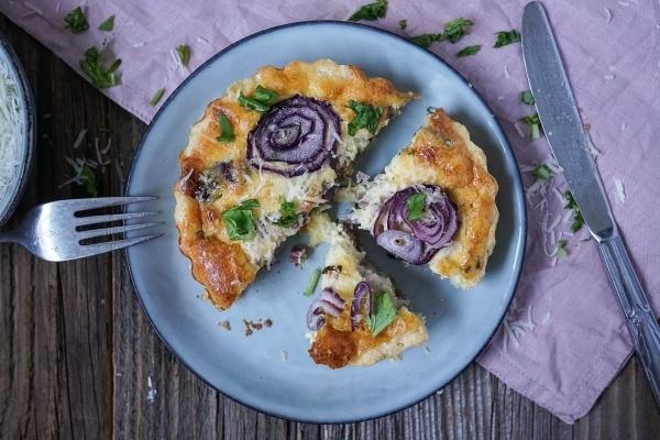 Line macht Zwiebelkuchen mit Bärlauch und Schinken | Line kocht | Was is hier eigentlich los?