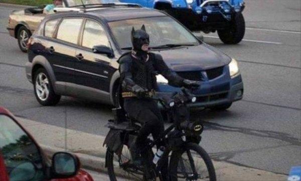 Der Umwelt zuliebe: Auch Batman steigt aufs Fahrrad um | Lustiges | Was is hier eigentlich los? | wihel.de