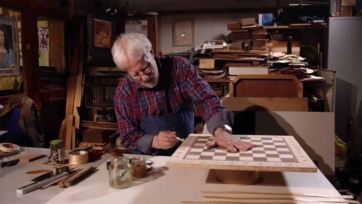 Handwerkskunst: Ein Schachbrett mit Intarsien | Handwerk | Was is hier eigentlich los?