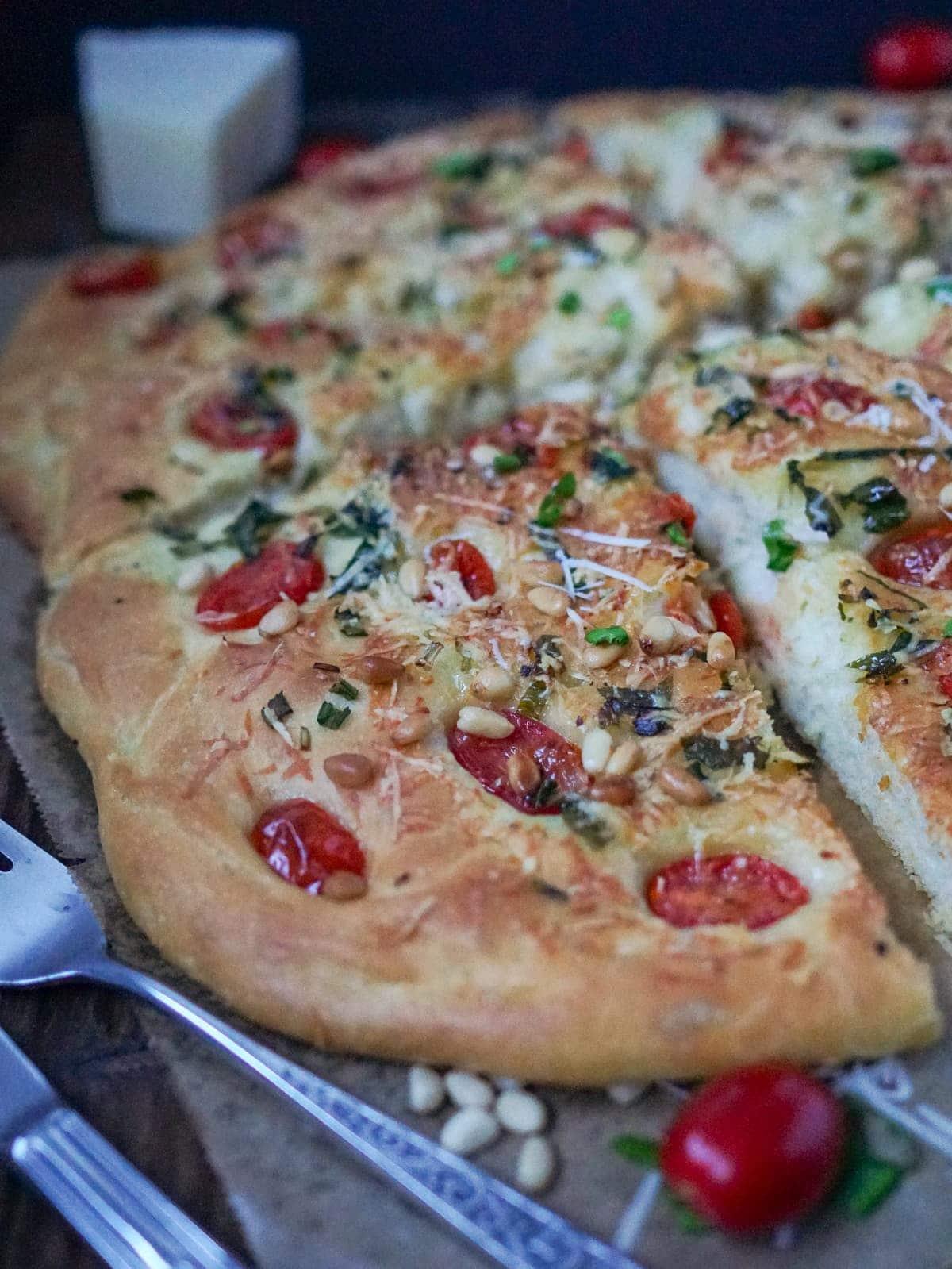 Line macht Bärlauch-Focaccia mit Tomaten und Parmesan | Line kocht | Was is hier eigentlich los?