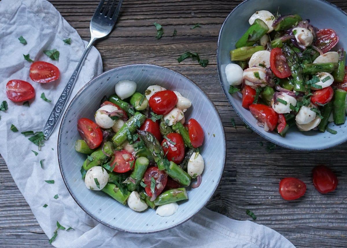Line macht Caprese-Salat mit grünem Spargel | Line kocht | Was is hier eigentlich los?