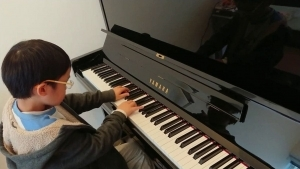 Ein 7-jähriger, der die Mondschein-Sonata spielt | Musik | Was is hier eigentlich los? | wihel.de