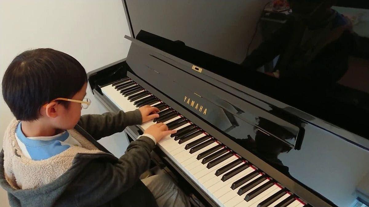 Ein 7-jähriger, der die Mondschein-Sonata spielt | Musik | Was is hier eigentlich los?