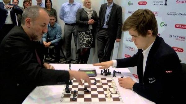 Eine Partie Blitzschach zwischen Magnus Carlsen und Espen Agdestein | Awesome | Was is hier eigentlich los?