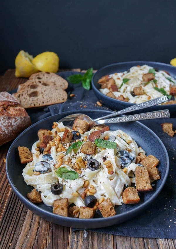 Line kocht Tagliatelle mit Zitronen-Ricotta, Minze und Croûtons | Line kocht | Was is hier eigentlich los?