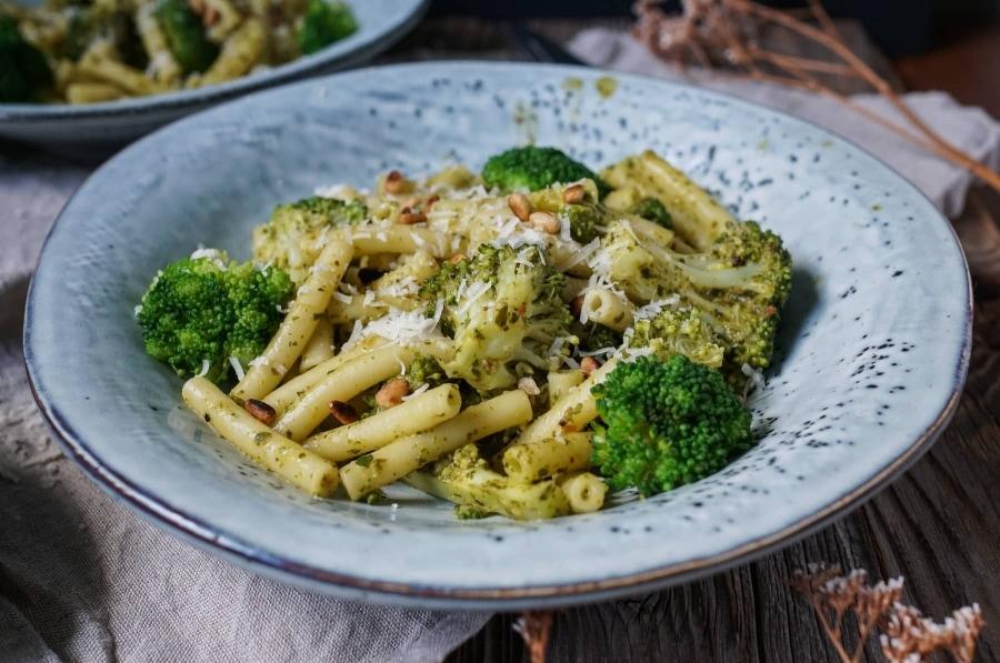 Line kocht Pasta mit Brokkoli und Basilikum | Line kocht | Was is hier eigentlich los?