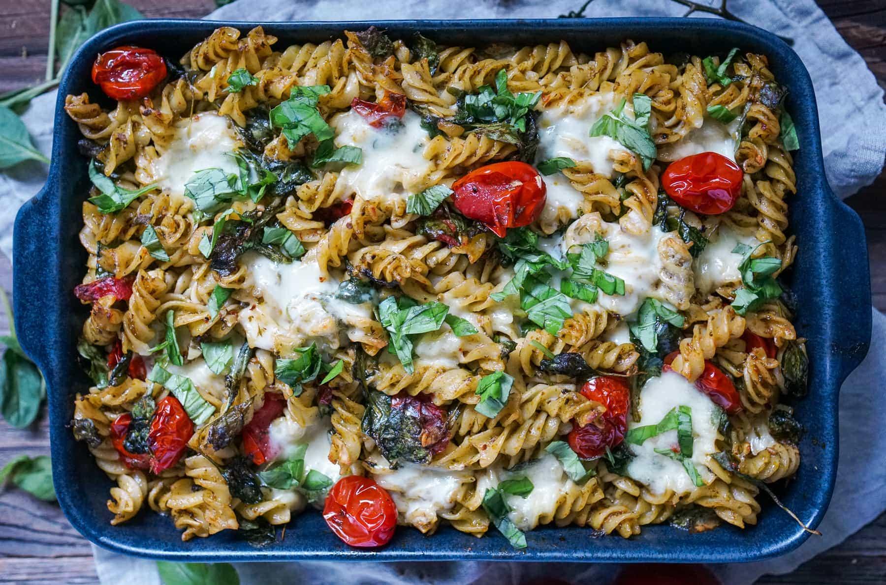 Line macht Caprese Pesto Pasta Auflauf | Line kocht | Was is hier eigentlich los?