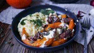 Line macht Knoblauch-Ofenkürbis mit Feta und Kräuter-Kartoffelpüree | Line kocht | Was is hier eigentlich los?