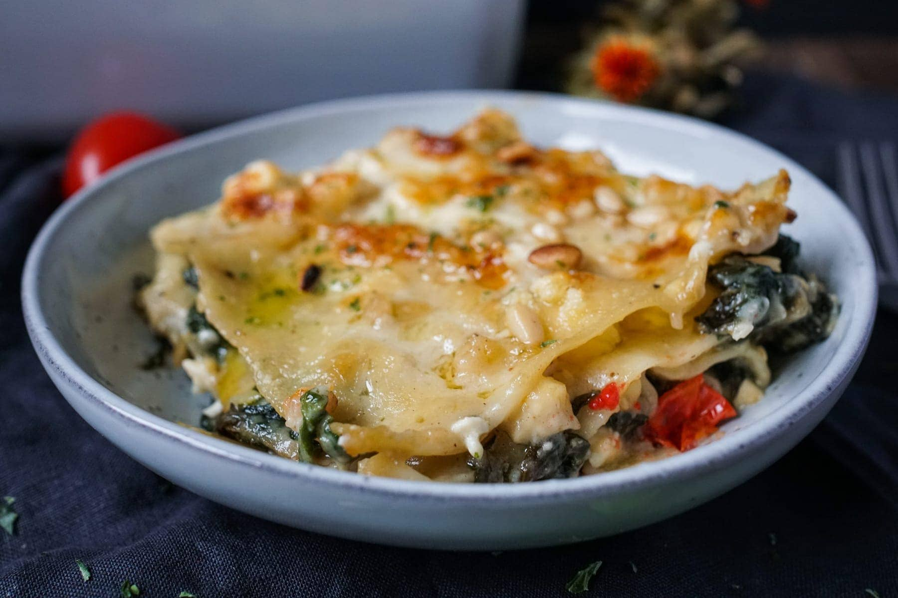 Line macht Spinat-Feta-Lasagne mit Tomaten und Pinienkernen | Line kocht | Was is hier eigentlich los?