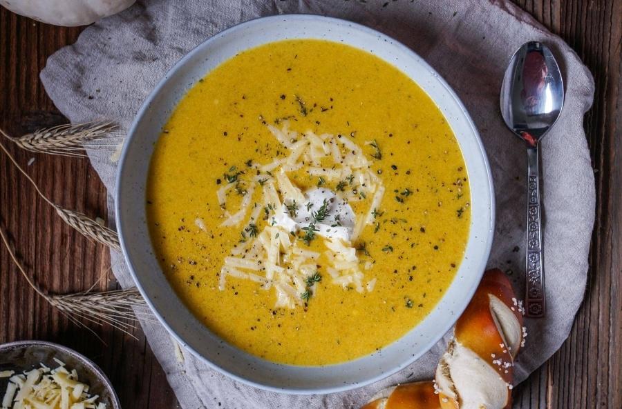 Line kocht Kürbissuppe mit ganz viel Cheddar | Line kocht | Was is hier eigentlich los?