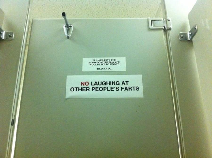 Eine der wichtigsten Verhaltensregeln auf dem Klo | Lustiges | Was is hier eigentlich los?
