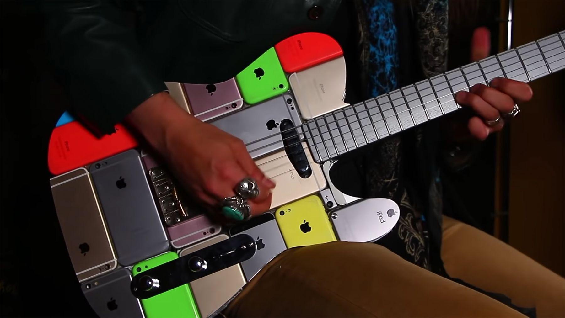 Eine Gitarre aus 107 iPhones gebaut | Handwerk | Was is hier eigentlich los?