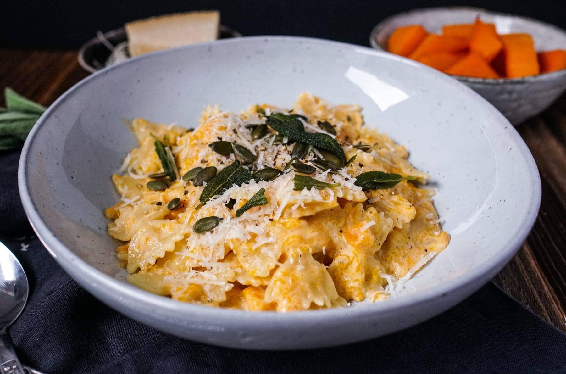 Line kocht cremige Kürbis-Mac'n'Cheese mit Salbei und Parmesan   Line kocht   Was is hier eigentlich los?