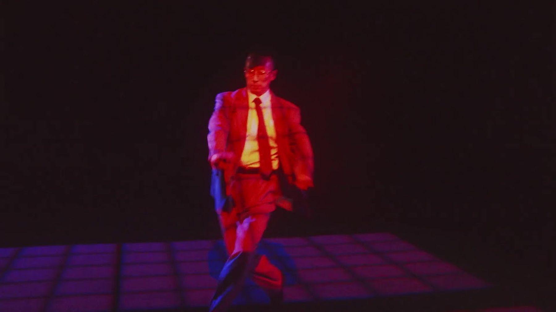 Nur ein tanzender Geschäftsmann   Musik   Was is hier eigentlich los?