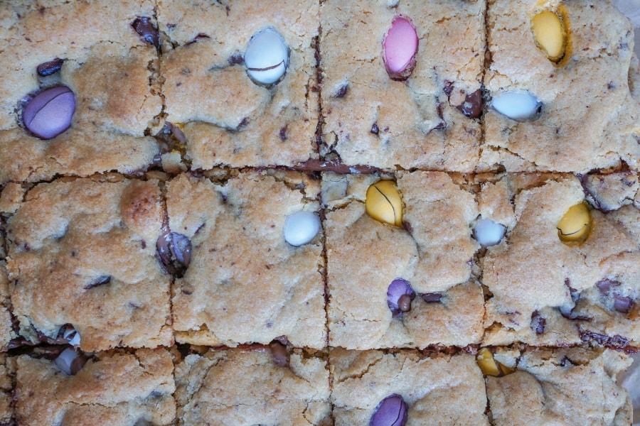 Line backt Chocolate-Chip-Cookie-Bars mit Ostereiern | Line backt | Was is hier eigentlich los?