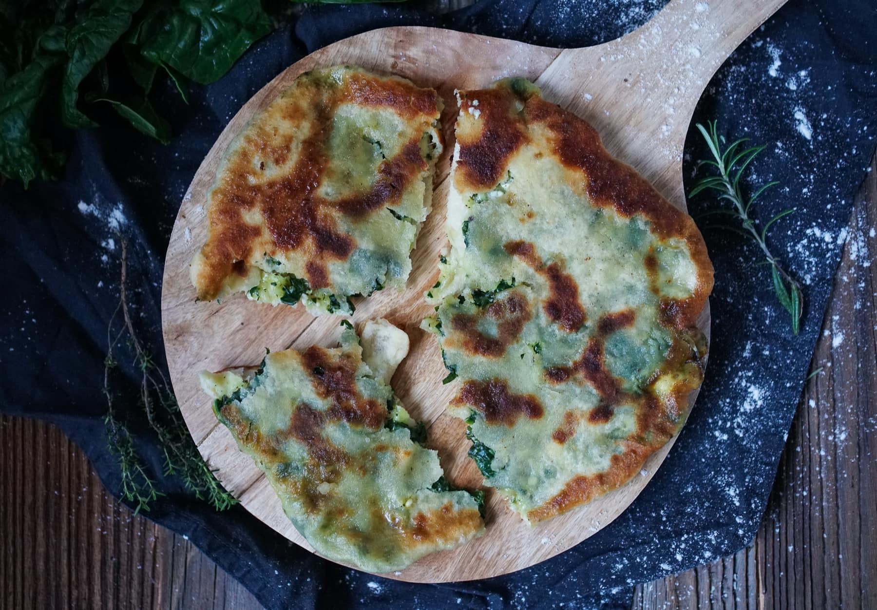 Line macht gefülltes Naan mit Spinat, Feta und Mozzarella | Line kocht | Was is hier eigentlich los?