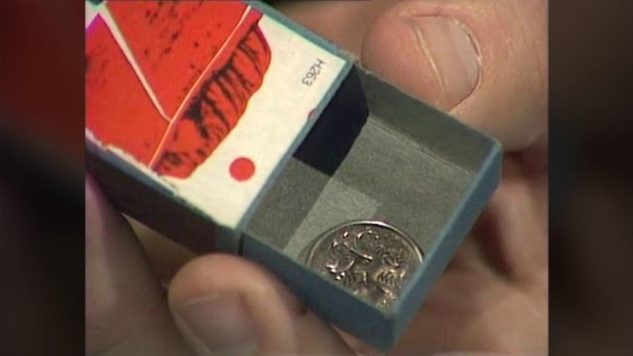 Der Zaubertrick mit der Streichholzschachtel und der Münze – gezeigt und erklärt | Awesome | Was is hier eigentlich los?