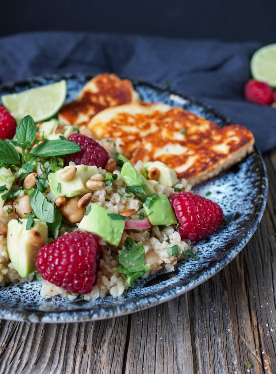 Line macht Couscous-Salat mit Radieschen, Himbeeren und Avocado | Line kocht | Was is hier eigentlich los?