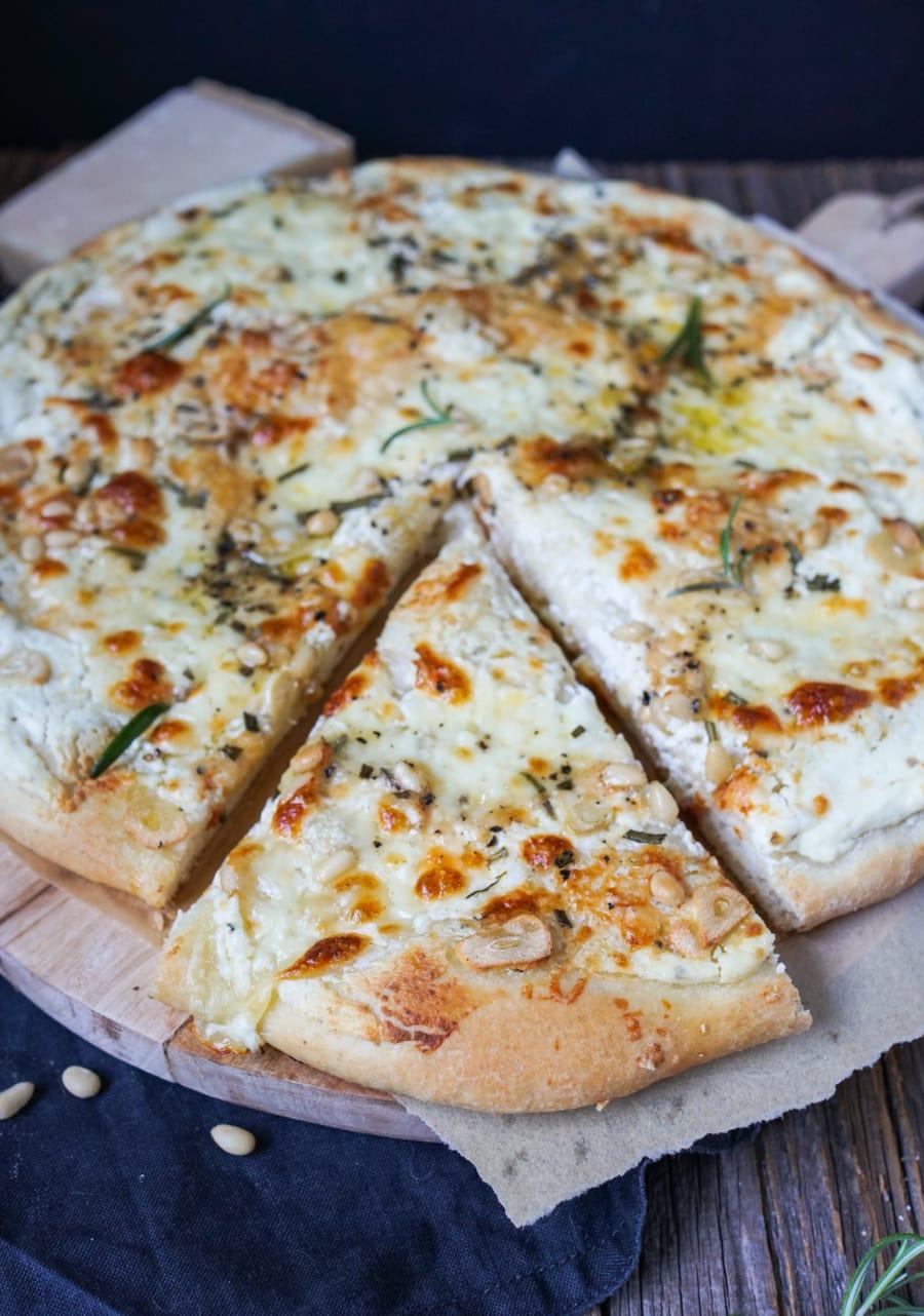 Line macht Pizza bianca mit Ricotta, Rosmarin und Knoblauch | Line kocht | Was is hier eigentlich los?