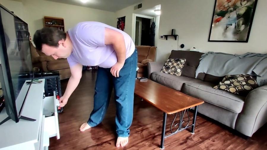 Nur ein Typ, der seine ziemlich vermüllte Wohnung reinigt | Geschichten aus'm Alltag | Was is hier eigentlich los?